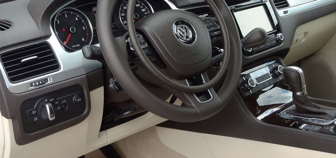Volkswagen Touareg with Darios digital hand controls for accelerator and main hand brake